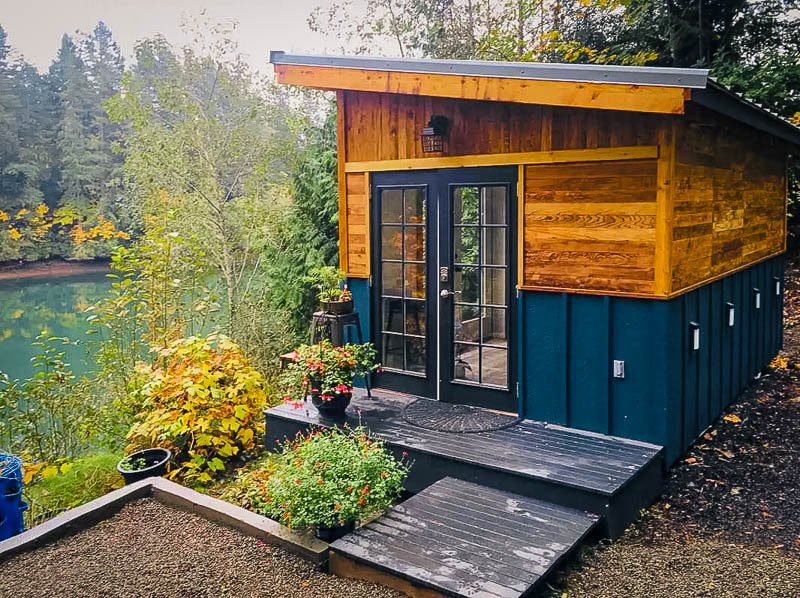 Washington tiny home for rent on the water.