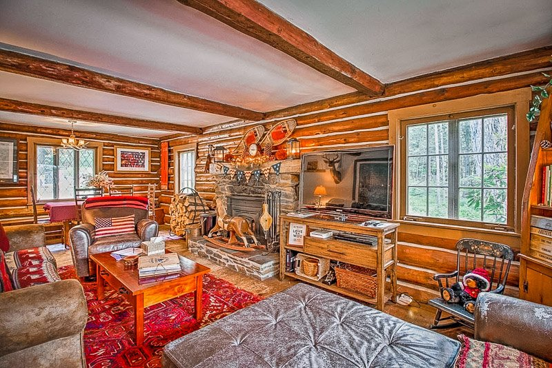 Festive furniture and decor inside this cottage for rent in VT