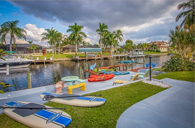 Stunning waterfront views from the backyard of this house to rent in Florida.