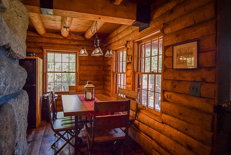 One of the best Maine log cabins fore rent in 2021