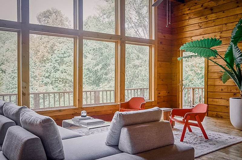 Beautiful cabin Airbnb rental in the woods of Tennessee