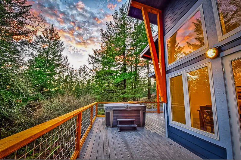 Spacious porch area with oversized hot tub