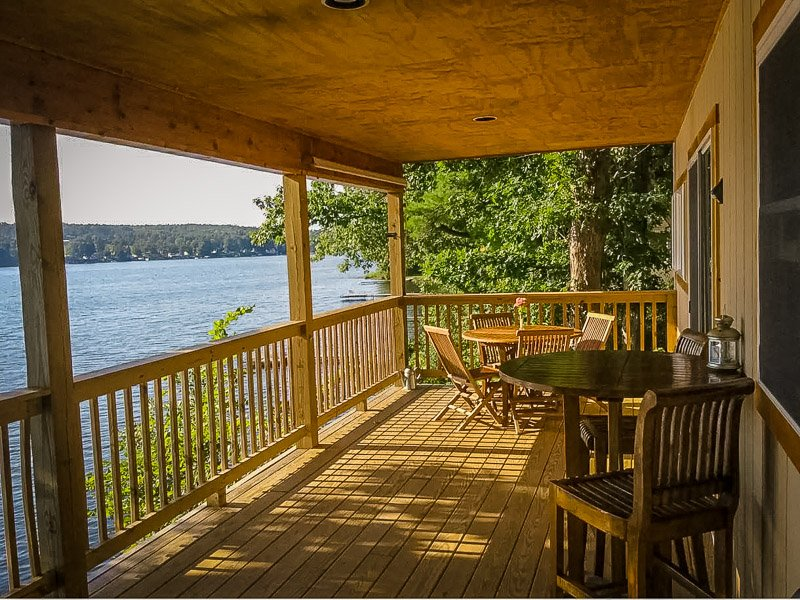 Cozy lake house cottage for rent in the Finger Lake