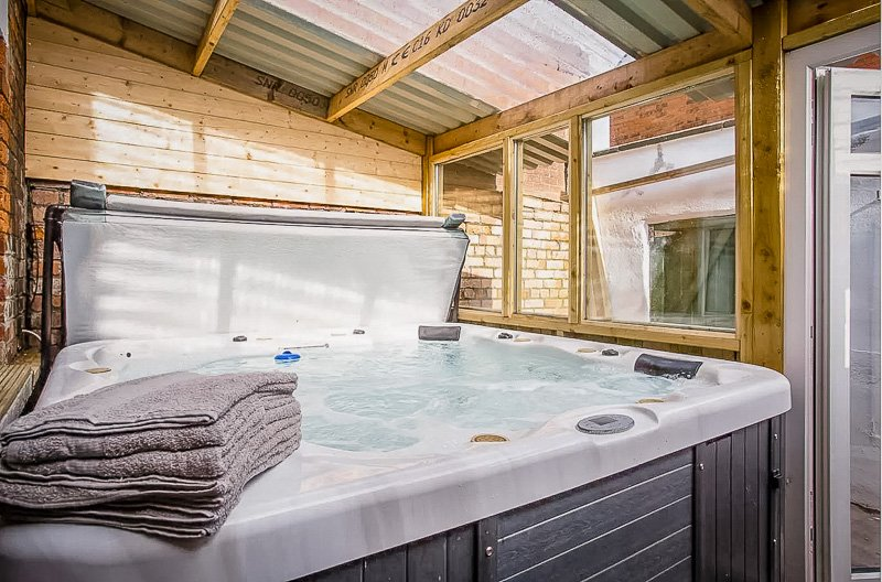 UK vacation rental with hot tub
