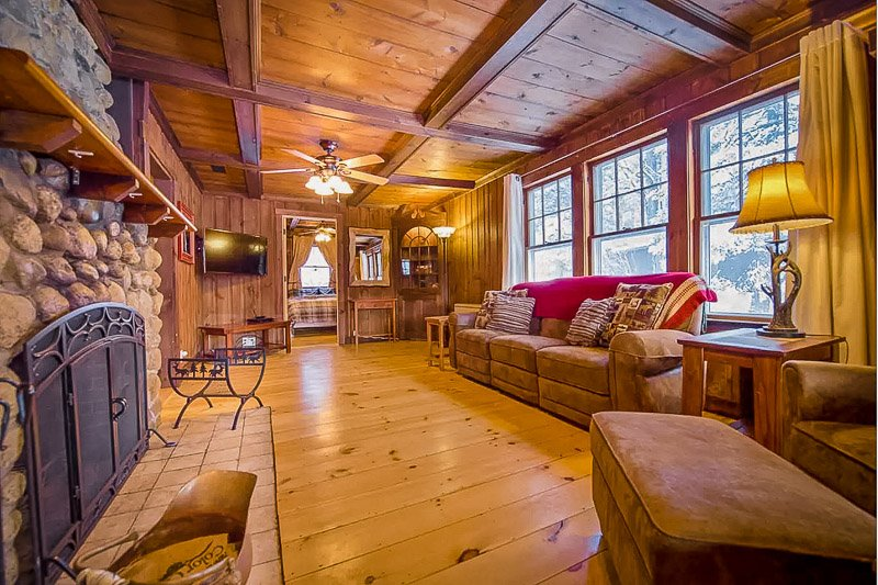 A White Mountains home for rent like no other