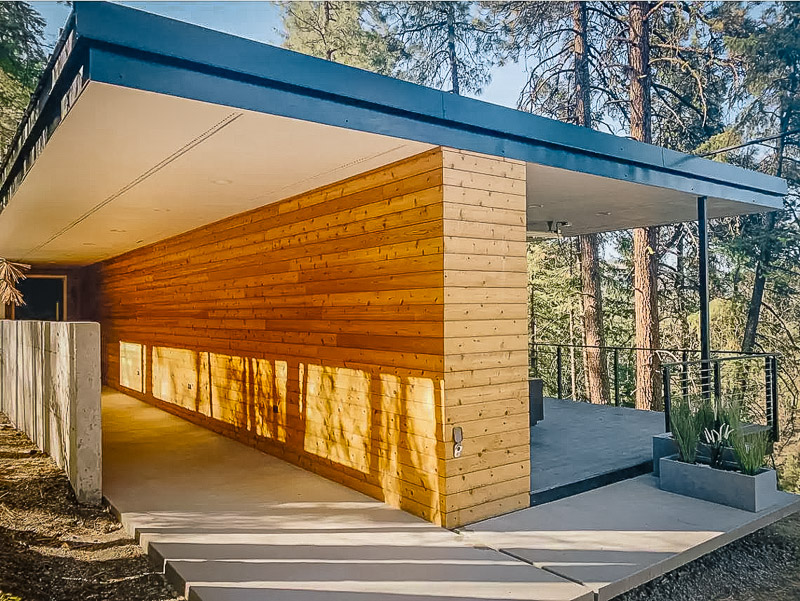 A unique cabin for rent in Washington State amidst the cliffs