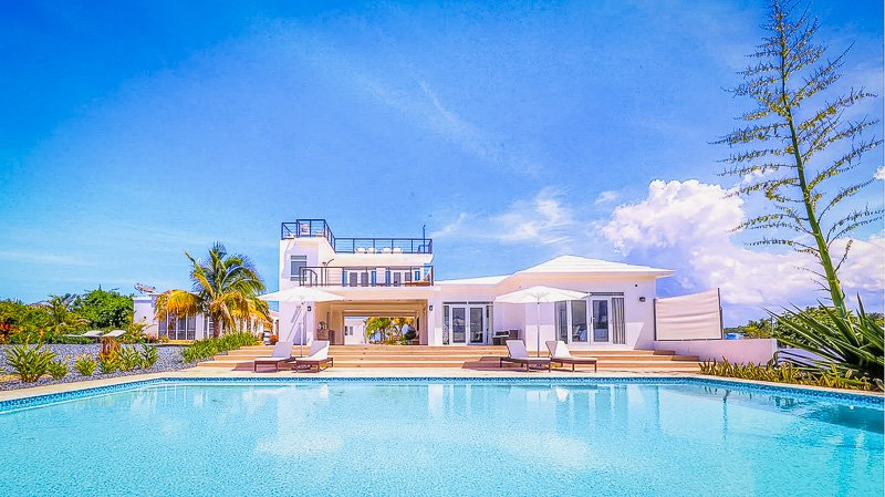 A large Puerto Rico home for rent with an infinity pool