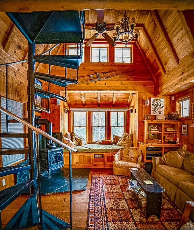 A romantic Vermont log cabin rental