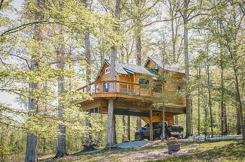 A top treehouse Airbnb in Tennessee
