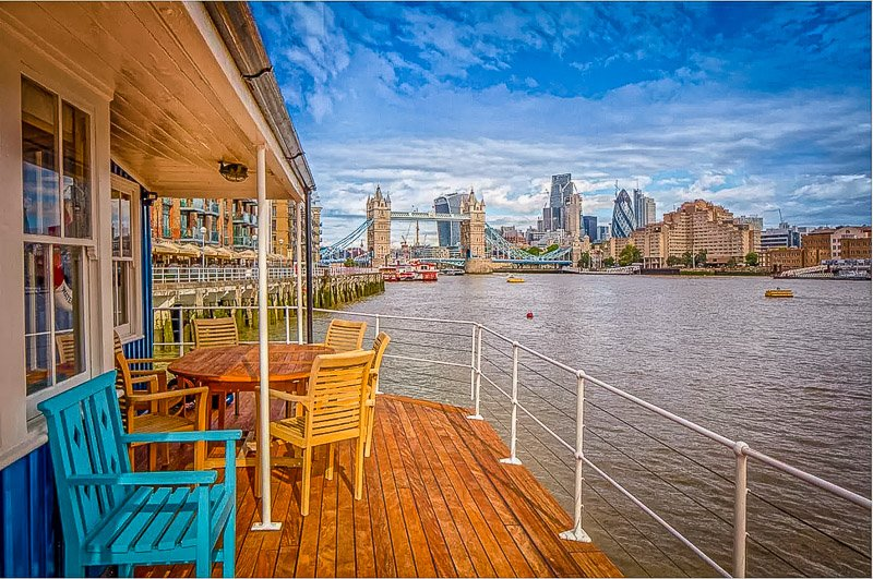 UK houseboat Airbnb in London