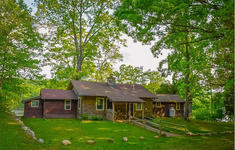 Lakefront cabin rental in New Jersey