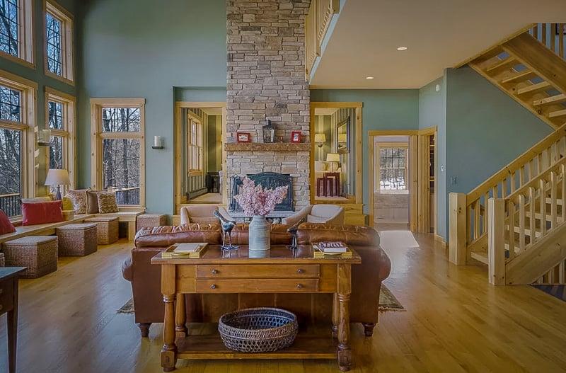 Elegant modern decor in the living room