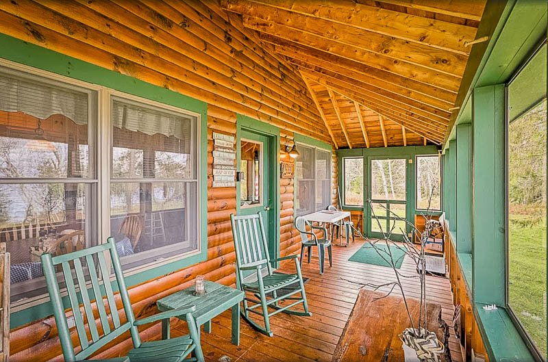 Log cabin rental in Maine with a spacious front porch