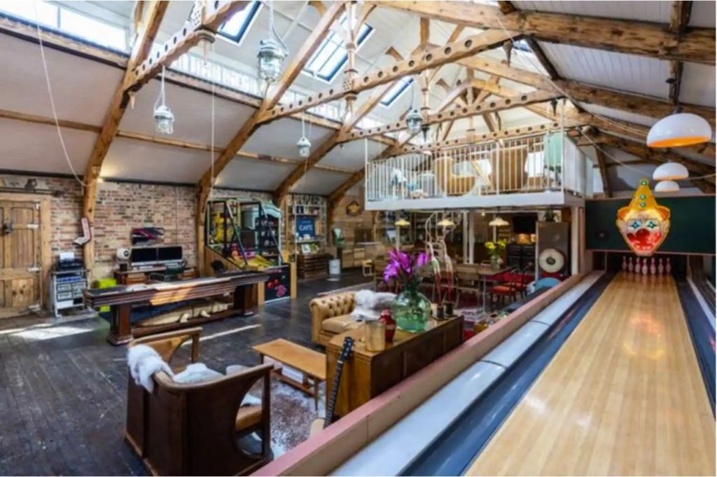 A beautiful house for rent in the UK with a bowling alley