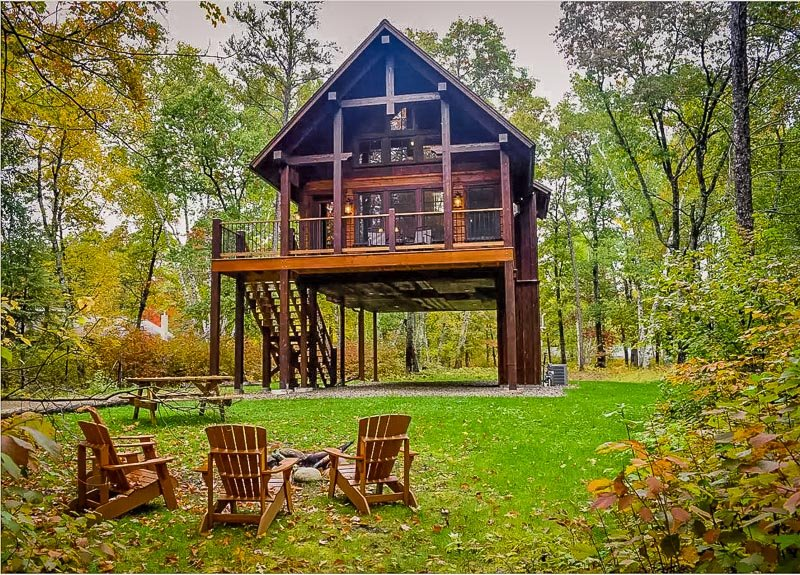 This two-story home is among the best cabin rentals in the Midwest