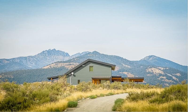 Washington state rental with epic views of Mt. Gardner