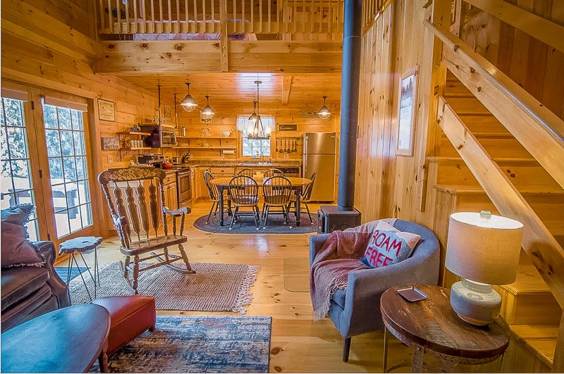 Cozy log cabin vacation rental in the White Mountains