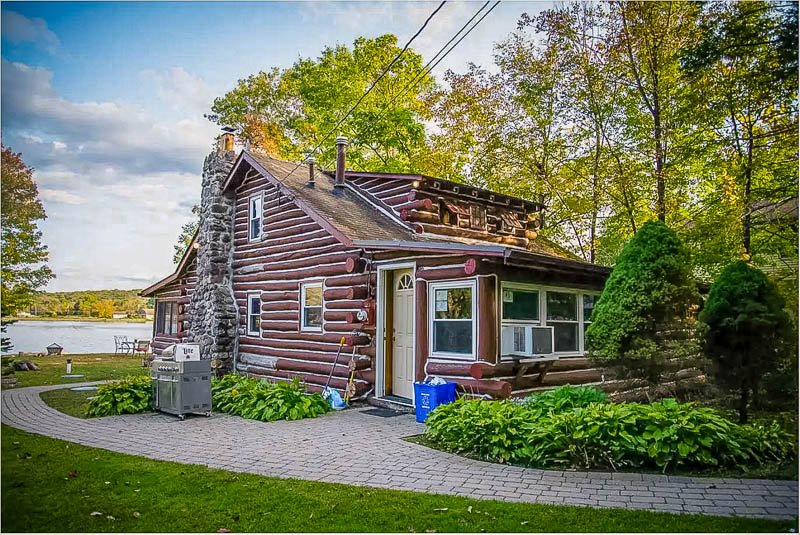 Log cabin Airbnb for rent in New Jersey