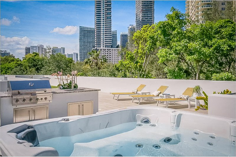 Rooftop terrace with a hot tub overlooking downtown Miami