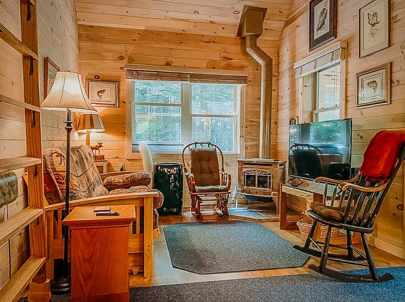 This cozy cottage is among the best log cabins in Maine for rent
