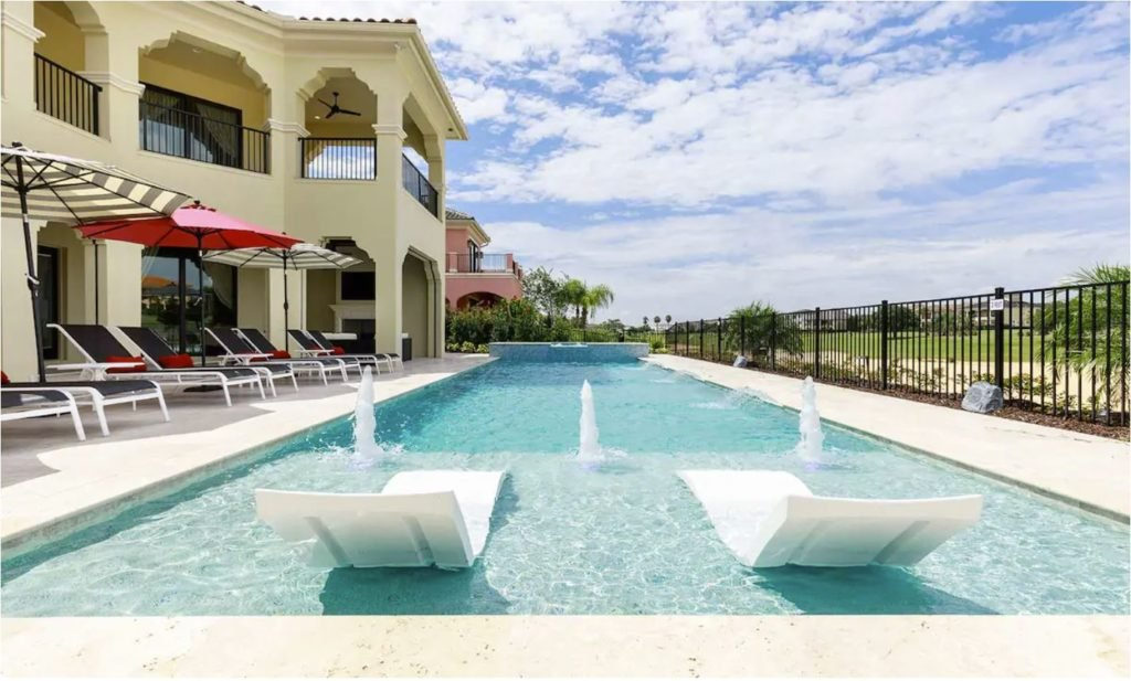Luxury Airbnb to rent in Florida with pool and bowling alley