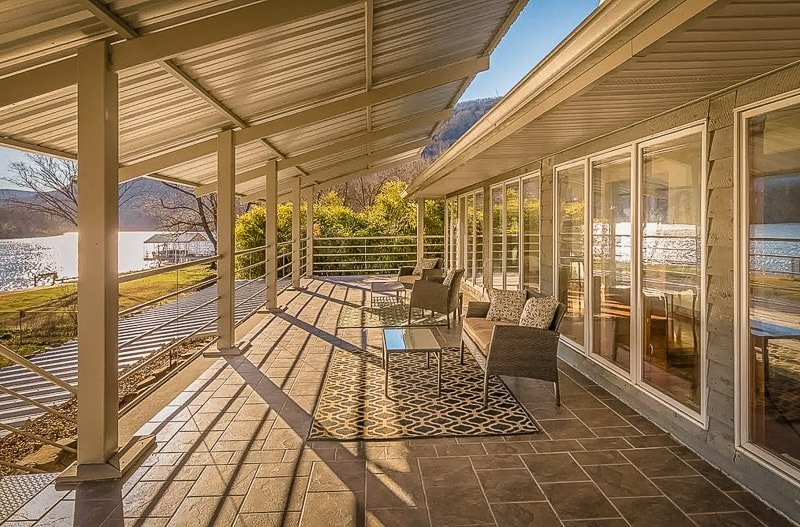Beautiful lakefront home for rent in Tennessee on Airbnb and VRBO