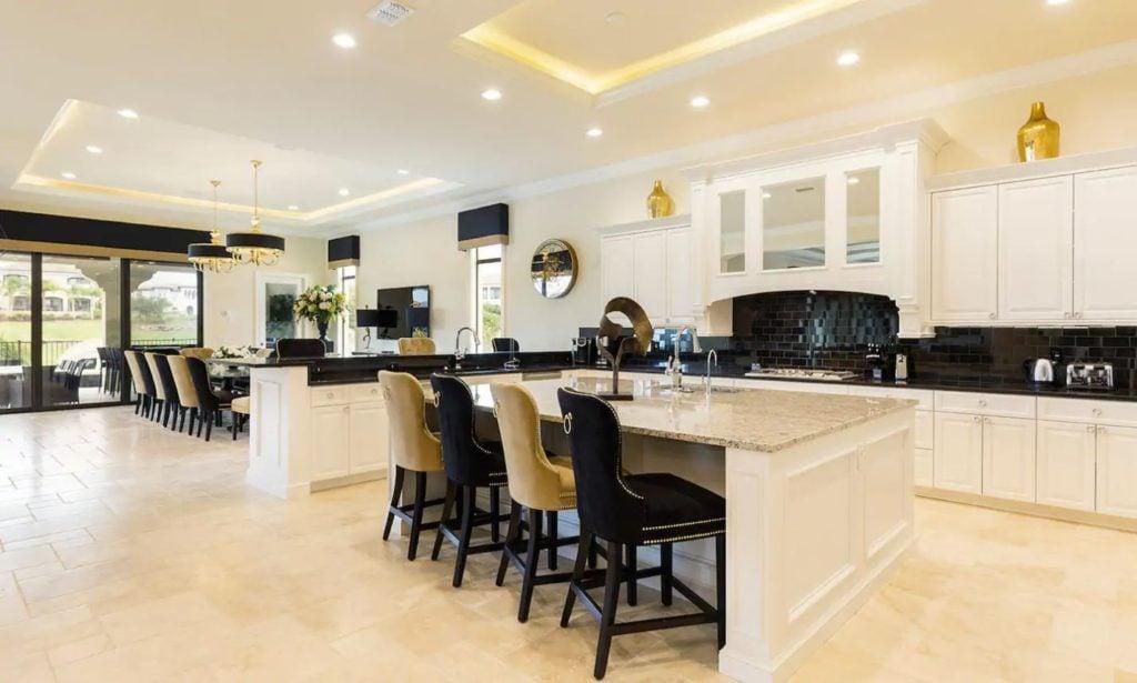 Modern kitchen with plenty of seating