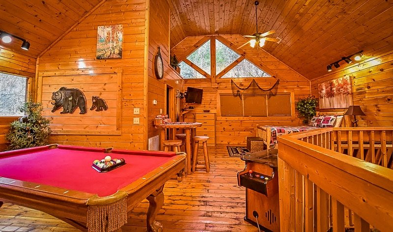 Cool cabin in TN with a game room.