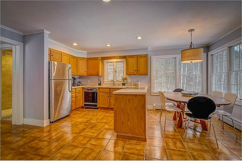 Comfy kitchen and dining area
