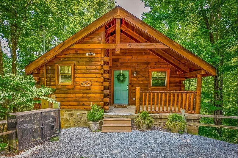 Airbnb cabin for rent in Tennessee.