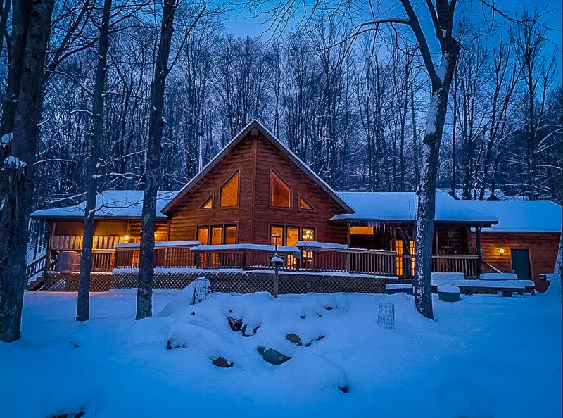 A rustic chalet rental in West Virginia on Airbnb and VRBO