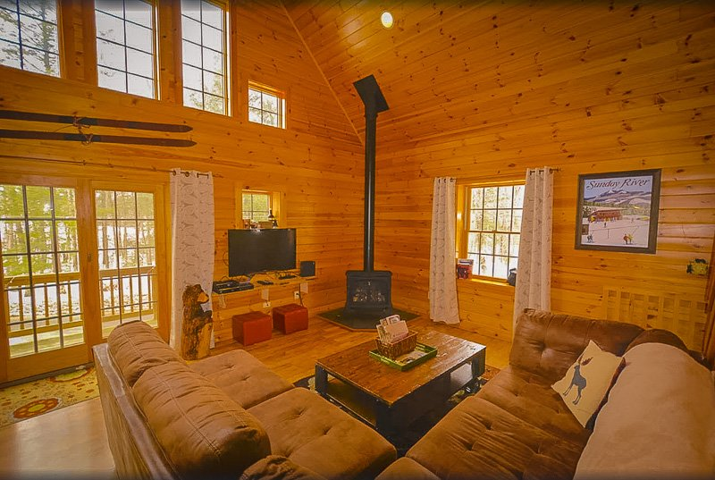 Log cabin Maine rental with hot tub