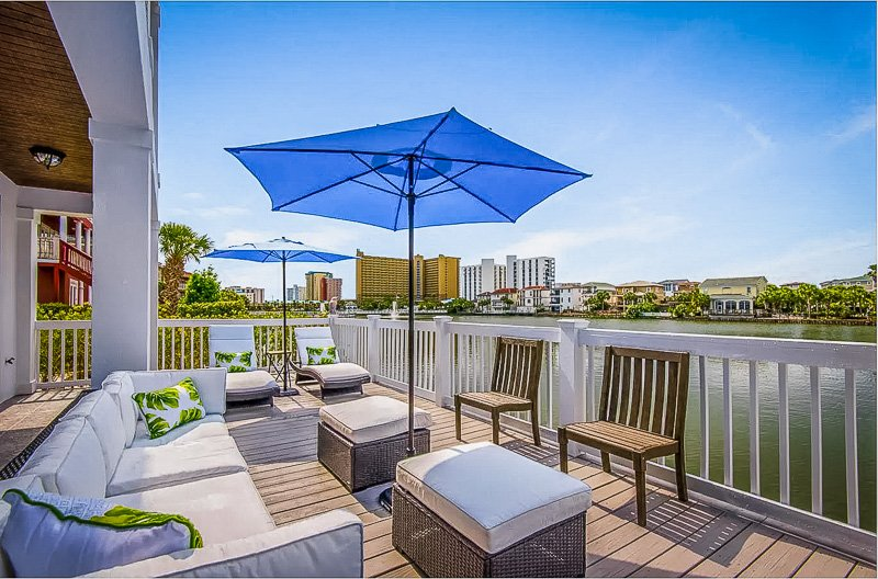 This Florida VRBO offers stunning panoramic views of the waterfront.