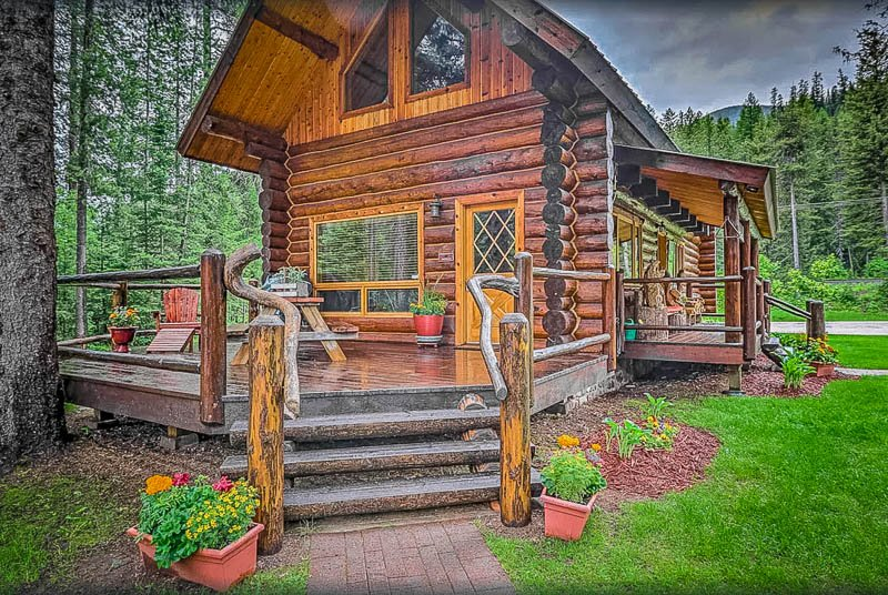 A log cabin rental in Montana brimming with character