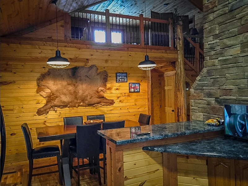 KY wooden cabin decor and top amenities