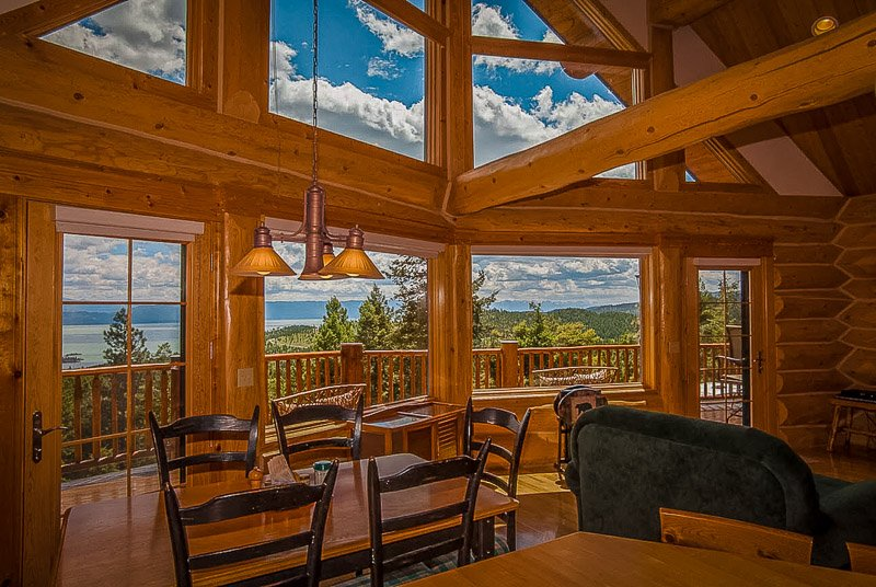 Among the coolest luxury cabin rentals in Montana for families and friend trip getaways.