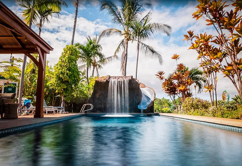 Hawaii cottage for rent with swimming pool.
