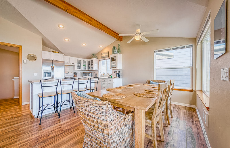 Kitchen and dining rooms inside this Oregon VRBO and Airbnb