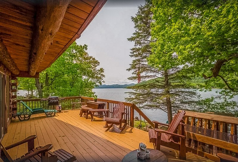 A lakefront house for rent on Lake George