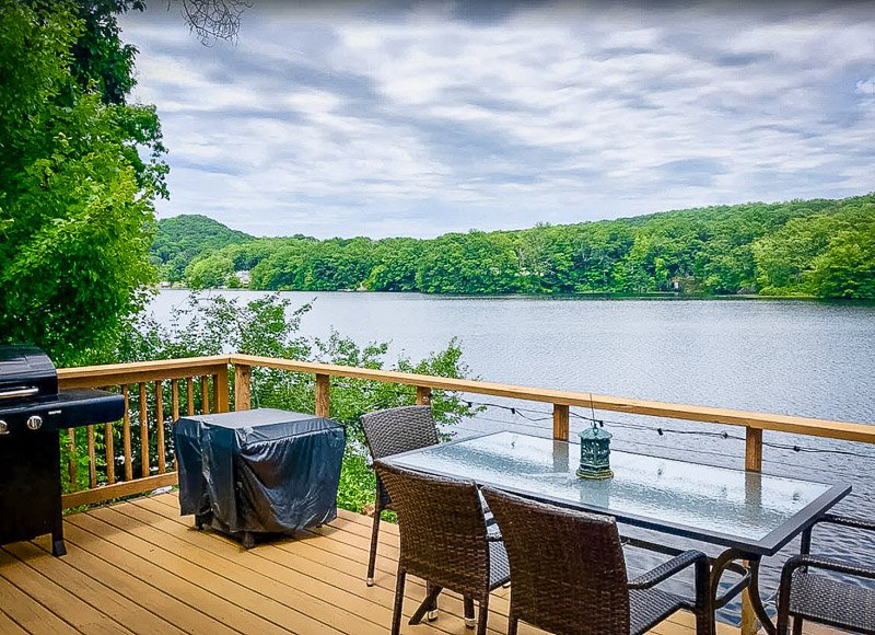 This home is among the best luxury cabins in Connecticut.