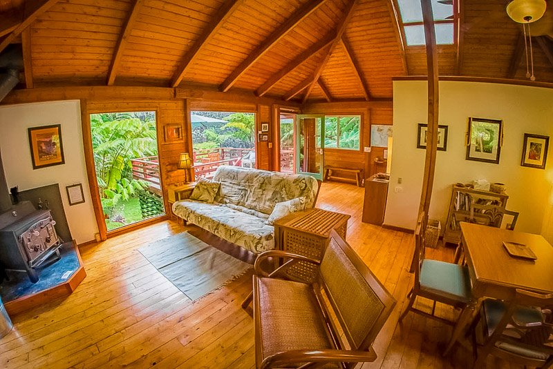 A unique treehouse rental in Hawaii on VRBO and Airbnb