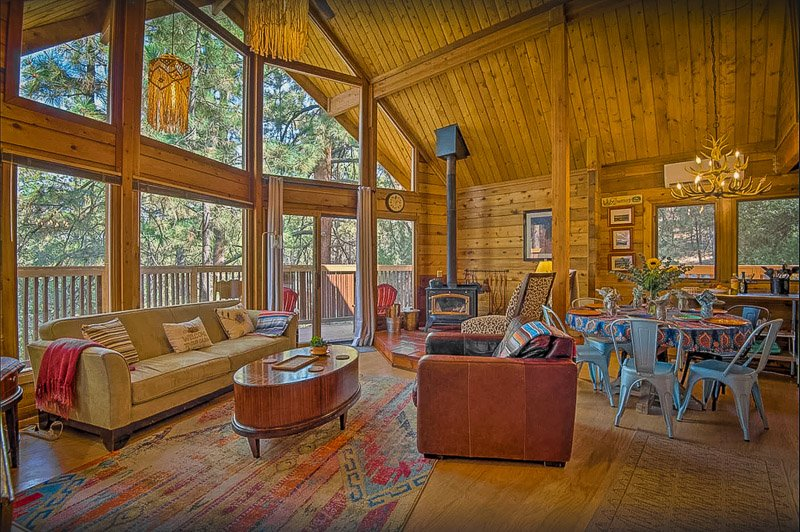 A cozy cabin Airbnb in Southern Californi