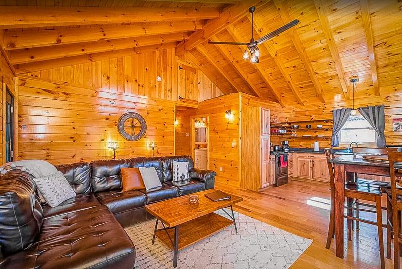 Beautiful log cabin for rent in Kentucky