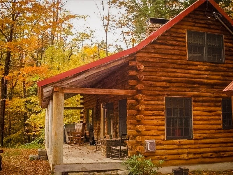 This cottage for rent in NH truly has it all.