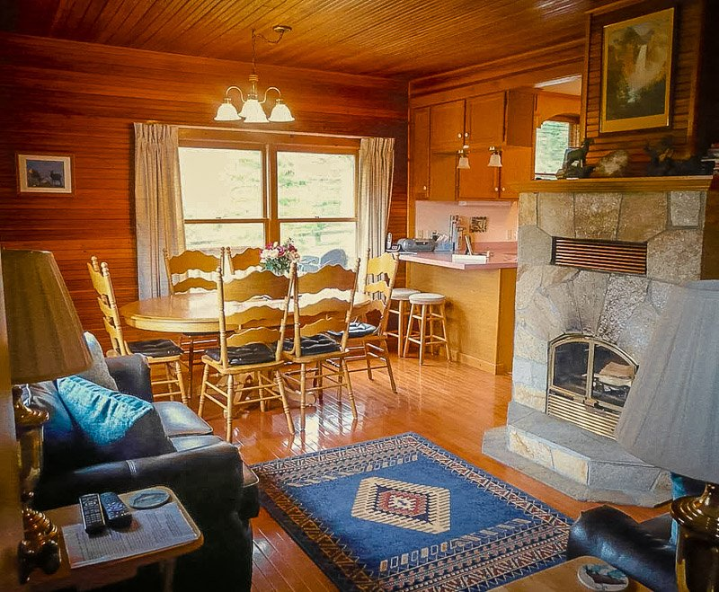 A MT cabin for rent with an indoor fireplace