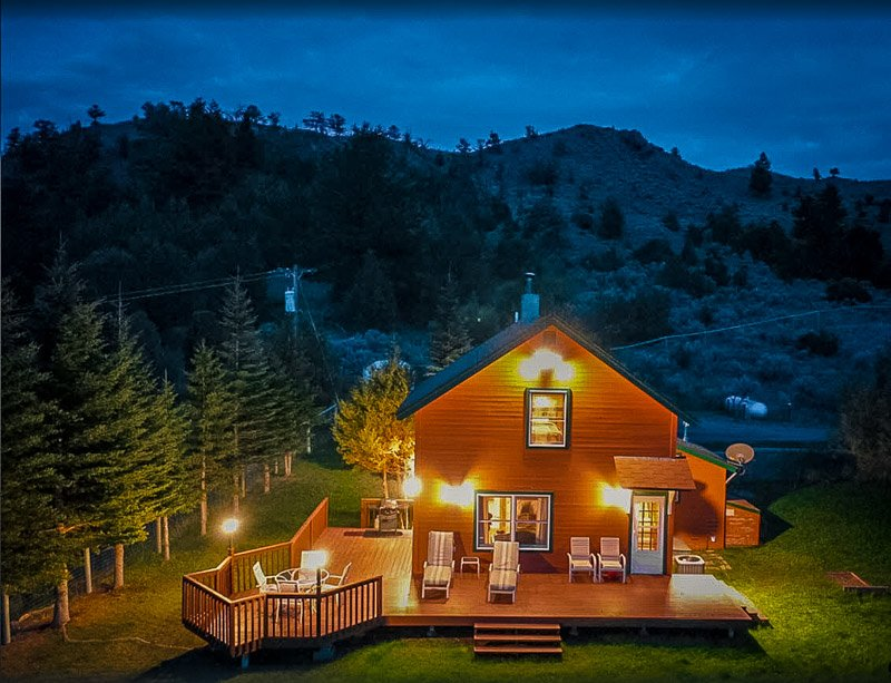 This Montana cottage rental is surrounded by pristine nature