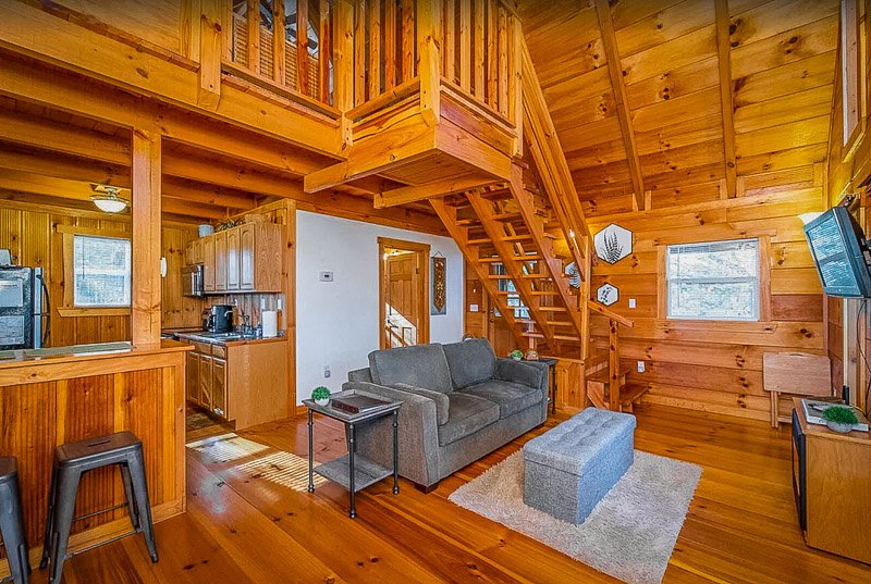 A log cabin rental in Kentucky with a hot tub