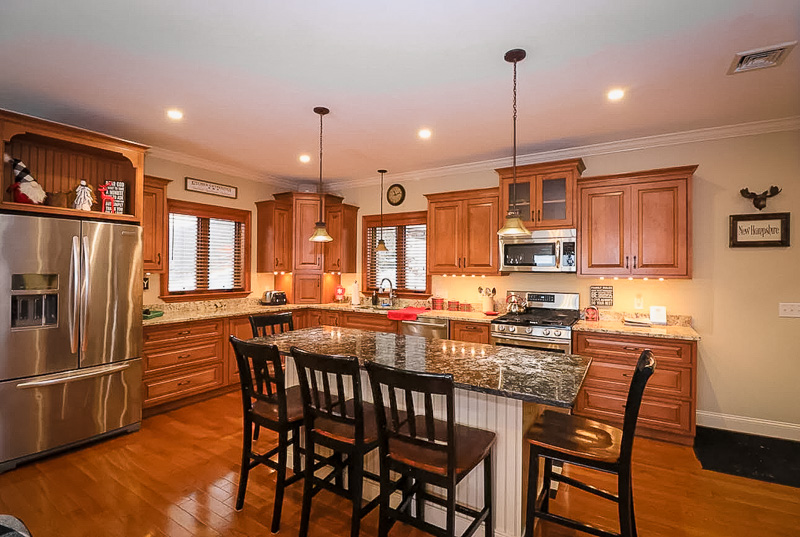 Elegant kitchen area inside the lake region vacation home