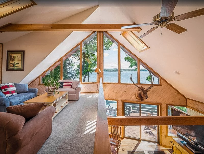 One of the top cottages on Lake Winnipesaukee for rent in 2021