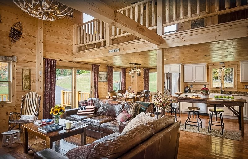 A luxury cottage for rent in NH for large groups of family/friends.